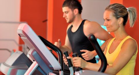 two-people-working-out-in-the-gym2
